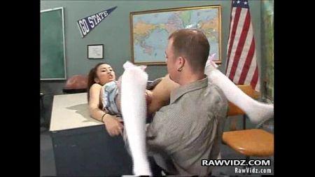 ยอมให้ครูเย็ดxxxเพื่อแลกเกรด