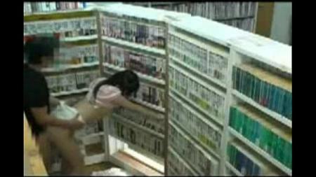 ในร้านหนังสือก็ไม่เว้น แตกในอย่างเดียวสิครับ