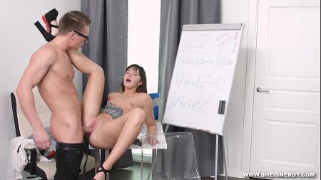 หนุ่มเจ้าของ บริษัท เงี่ยนเข้าไปเย็ด สาวเลขาในห้องทำงาน