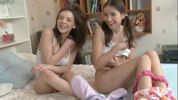 หนังxxxสวิงกับวัยรุ่นฝรั่งน่ารักสดในทั้งคู่เลย เป็นพี่น้องกันด้วยสงสัยจะชอบเซ็กส์หมู่