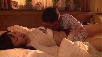 pornญี่ปุ่น แม่บ้านสาวเจอเซล์แมนมาขายของ สุดท้ายโดนข่มขืนงามไส้หนังเรื่องนี้โคตรปวดตับ 18+