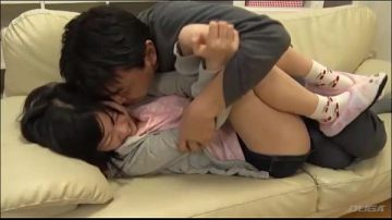 หนังโป๊ญี่ปุ่นแฟนสาวเอากับแฟนหนุ่มบนโซฟาห้องรับแขก